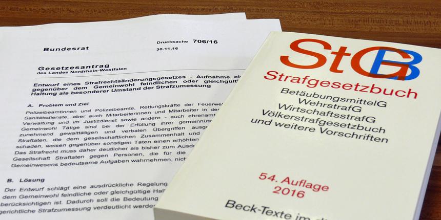 Mit einer Gesetzesinitiative im Bundesrat stellt sich die nordrhein-westfälische Landesregierung hinter die Beschäftigten im Öffentlichen Dienst